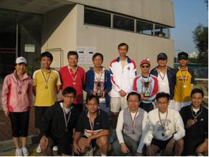 The Champion team (Mr Dominic LEUNG and Mr Frank FONG) took photos with Professor CHAN Ngai-hang and other winners.